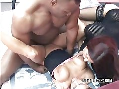 Mature hottie Leeanna Heart gets fucked in a threesome