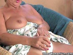 Obese grandma masturbates give her fingers together with a vibrator