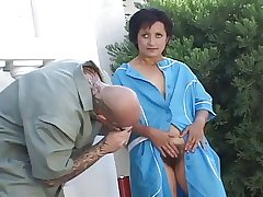 Horny mature opening her hairy pussy for shacking up