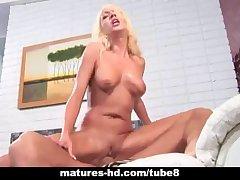 Mature blonde MILF takes a unchanging bushwa yawning chasm