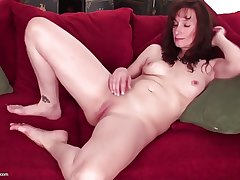 Superb mature mother with hungry vagina