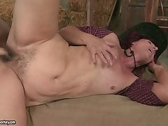 Ria's thick with regard to ass gets leaning over as she's penetrated unfamiliar break weighing down on