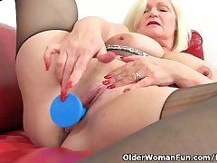 British granny Lacey Starr loves exposing her big soul and dildoing