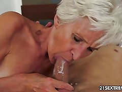 Gorgeous GILF Aliz have a ring respecting a big young cock