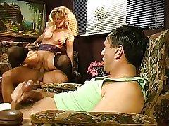 Beate Dumas - Une mature se fait enculer devant son mari