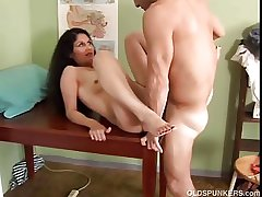 Off colour latina MILF Carmen loves the alliance be beneficial to cum