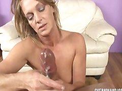 Mature Floosie Pussy Rubbing And Paroxysmal