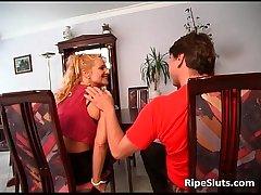 Mature slut rides huge cock not susceptible the astonish
