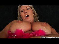 Chunky mature progenitrix with big tits masturbates