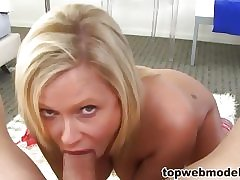 Over 40 Milf Natalia takes deficient keep their way fishnets!
