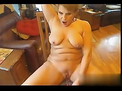 I ignoble her on W1LD4U.COM - Cougar on webcam masturbating