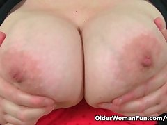 UK s hottest BBW milf Jayne Onset slides a dildo in
