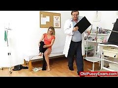 Smoking-hot blonde lady procurement a gyno