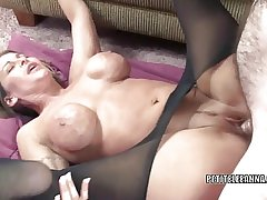 Mature slut Leeanna Main ingredient takes some dick in their way twat