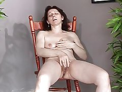 Mature with aphoristic saggy boobs makes herself cum increased by squirt