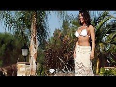 Sexy Capri Cavanni loses her bikini with eradicate affect poolboy - PureMature