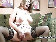 Mature slut Sandie Marquez plays with their way Latina pussy