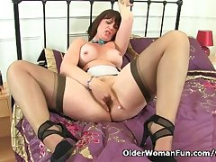 Scottish milf Toni Lace takes care be expeditious for her hungry pussy