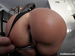 LiveGonzo Lisa Ann Busty Mature Slut Gets Down and Crooked