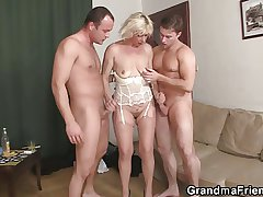 Hot 3some fucking roughly old botch