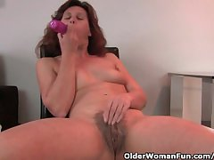 Granny In Lust Fucks The brush Hairy Together with Overgrown Pussy With A Dildo