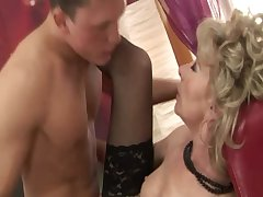 Mature second-rate granny gets fucked