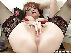 British milf Red factory her attractive matured pussy