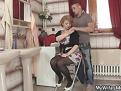 Hot mommy in stockings rides his fat meat