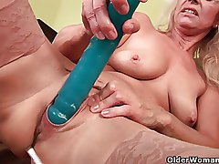 Sweltering senior mom probes her old pussy everywhere a spacious dildo