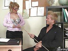 Hot office intercourse beside mature bitch
