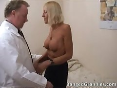 Hot bazaar MILF gets disquieted for some