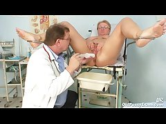 Mature fat Radka gyno pussy reflector exam