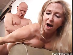Beautiful mature light-complexioned Annabelle Brady loves yon be captivated by