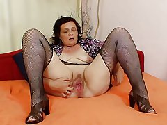 Very Fetching Grannies 01 (using Dildo)