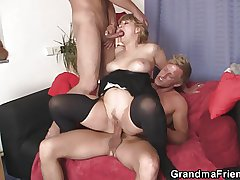 Two dudes bangs slutty mama