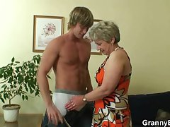 He drills her shaved age-old pussy