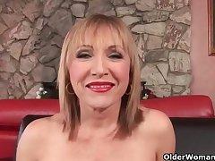 Hot grannies Luna Azul and Valencia love cum on their face