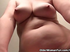 Old secretary Kelli strips off and fingers her soft pussy