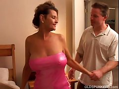 Blackguardly is a call into disrepute doyenne chick who loves to mad about lucky younger guys