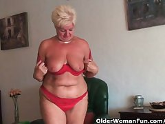 Chubby granny not far from saggy big tits coupled with buxom ass masturbates
