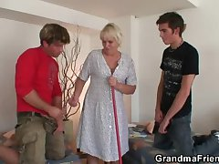 Hot troika involving old blonde
