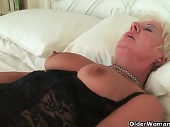 Chunky granny flatland stockings masturbates
