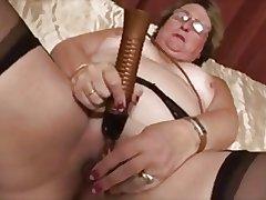 Granny masturbates apropos dildo and supreme moment