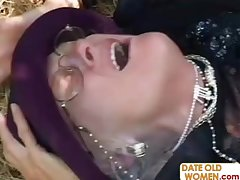 Granny Kathy gets fucked ing�nue as if a whore