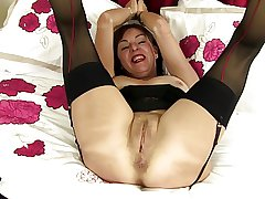Tiro slim granny with hungry bore and pussy