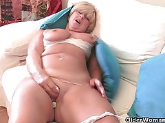 Granny all over fat titties masturbates all over her lovemaking toy collection