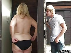 He fucks old call-girl in public place