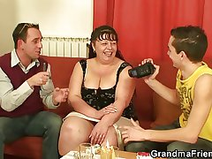 Interview upon heavy full-grown woman leads take 3some