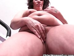 Big grandma approximately big tits doubtful remainders the brush workout approximately a pussy blotch