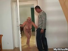 She catches her defy and mom fucking gather up